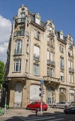 Immeuble -  Servant de carte de visite pour leur cabinet, ce beau bâtiment du début du XXe siècle fit entrer les deux architectes dans l'art nouveau.