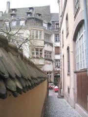 Maison -  Ruelle pittoresque du centre-ville de Strasbourg.