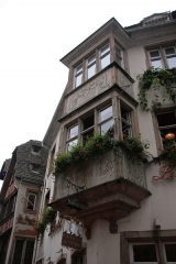 Maison - English: Renaissance bay window of 11 rue du Maroquin, a building in Strasbourg currently housing the restaurant le Gruber