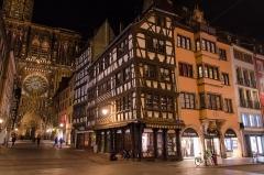 Maison -  Autre point très touristique de Strasbourg avec surement un débit de 50 photos à la minutes. Cela a un tout autre charme une fois le crépuscule passé.