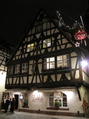 Maison - English: Typical timber framing house, now a restaurant : 25 rue du bain aux plantes in the
