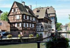 Immeuble - English: Half-timbered houses and the canals.