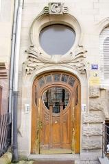 Immeuble -  Porte très originale toujours dans un style art nouveau.