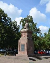 Monument du Général Desaix -  Monument ornée d'un casque d'hoplite à la gloire du général.