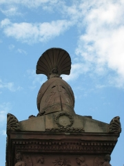 Monument du Général Desaix - English: The giant helmet on top of the monument