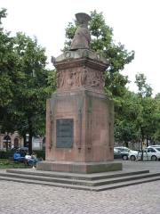 Monument du Général Desaix - English: Full view of the monument