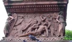 Monument du Général Desaix -  Détail du monument Desaix par L. Ohmacht: la mort de Desaix