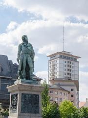 Monument du général Kléber -  La tour porte le nom de l'ancien restaurant qui était présent tout en haut de cette dernière. Ce bâtiment a souvent été critiqué puisqu'il était un des seuls de style moderne, et de taille imposante, à être présent en centre ville et dénaturait avec les vieux immeubles quant à eux restaurés. Kléber n'aurait peut être pas permis ça, lui qui fut inspecteur des bâtiments de Haute-Alsace un peu avant de s'engager dans l'armée.