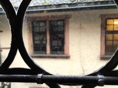Musée alsacien - détail des carreaux de fenêtre d'époque XVIIe siècle