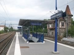 Poste d'aiguillage S.N.C.F. - Français:   Quai de la station Krimmeri-Meinau