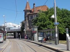 Poste d'aiguillage S.N.C.F. - Français:   Alsace, Bas-Rhin, Strasbourg-Meinau, Poste d'aiguillage (1905) et station train-tram du Krimmeri.