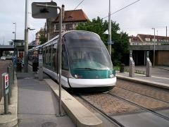 Poste d'aiguillage S.N.C.F. - Français:   Tramway de Strasbourg line E au Terminus Krimmeri Stade de la Meinau