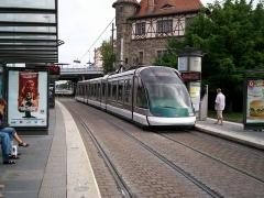 Poste d'aiguillage S.N.C.F. - Français:   Tramway de Strasbourg line E à Krimmeri Stade de la Meinau