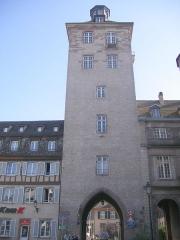 Tour -  Strasbourg (Bas-Rhin). Tour-porte médiévale marquant l'entrée de l'hôpital civil
