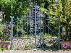 Villa Osterloff -  Portail original en fer forgé de la dernière villa pittoresque entourant le parc de Contades.