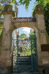 Villa Osterloff -  La villa a été racheté depuis par un entrepreneur qui va permettre, principalement à vocation artistique, la location des lieux.