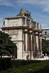 Banc-reposoir napoléonien -  Le palais du Louvre à Paris.