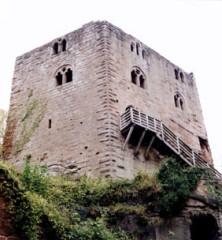 Ruines du château du Nouveau-Windstein - Deutsch: Burg Neuwindstein, Wohnturm von Süden