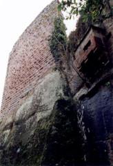 Ruines du château du Nouveau-Windstein - Deutsch: Burg Neuwindstein, Nordseite des Wohnturms