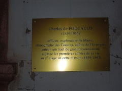 Maison Vogelsberger - English: Plaque on the facade of Maison Vogelsberger (Wissembourg): Charles de Foucauld lived in this house durant a part of his childhood: from 1859 to 1863