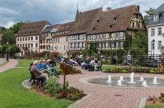 Maison Wagenführer - Deutsch: Grünanlage und Häuser am Quay Anselmann mit Maison Vogelsberger, Schaaf, Wagenführer u. a.