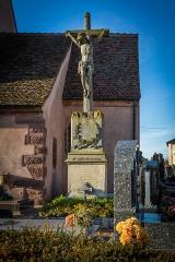 Eglise protestante Saint-Pierre -  Wolfisheim calvaire dans le cimetière de l'église protestante Saint-Pierre.