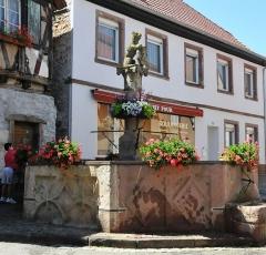 Fontaine dite de l'Ours - Deutsch:   Heiligenstein, Bärenbrunnen