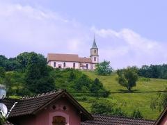 Eglise Saint-Gilles - Français:   L\'église Saint-Gilles vue depuis le village de Saint-Pierre-Bois