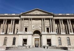 Maison -  Le palais du Louvre à Paris.