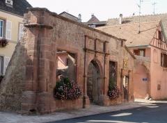 Restes de l'hôtel de ville - English:   Remains of the Renaissance city hall of Ammerschwihr, Alsace, built in 1552 and destroyed in 1944