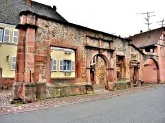 Restes de l'hôtel de ville - Français:   Ruine de la façade de l\'ancien hôtel de ville d\'Ammerschwihr. Haut-Rhin