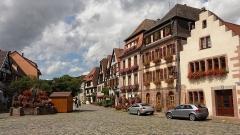 Immeuble -  Alsace, Haut-Rhin, Bergheim, Place du Docteur-Pierre-Walter.