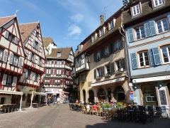 Maison - English: Colmar, Alsace. Taken on the 18th of May, 2016. See: https://www.flickr.com/photos/59061037@N02/albums/72157668590599172