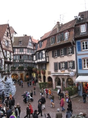 Maison -  Old houses at the square next to the Koifhus in Colmar.