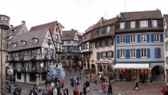 Maison - English: Old houses at the square next to the Koifhus in Colmar.