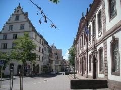 Ancien palais du Conseil Souverain d'Alsace, actuel Tribunal de Grande Instance - English: A street scene in Colmar, Alsace (France).