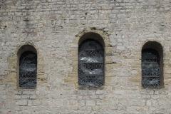 Couvent - Deutsch: Kirche Saint-Jacques-le-Majeur (Jakobus der Ältere) in Feldbach im Département Haut-Rhin (Elsass/Frankreich), Rundbogenfenster der Fassade
