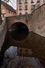 Pont daté de 1538 situé devant l'église - English:  Pont de la place in Gueberschwihr; Haut-Rhin, France.