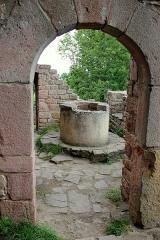 Ruines des châteaux de Weckmund et de Wahlenbourg -  Le puits du château du Wahlenbourg