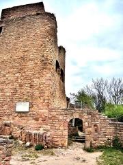 Ruines des châteaux de Weckmund et de Wahlenbourg - Français:   Château de Wahlenbourg, vu de la cour intérieure