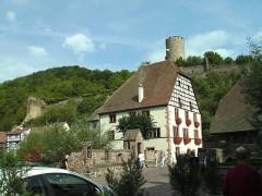 Pont sur la Weiss et sa chapelle - Deutsch: Kaysersberg: Rathaus mit Staufenburgruine