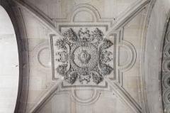 Vestiges d'une installation de bain romaine -  Le palais du Louvre à Paris.