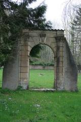 Ancienne abbaye cistercienne de Lucelle - Deutsch: Torbogen beim Standort des ehemaligen Klosters Lützel (Lucelle, Elsass)