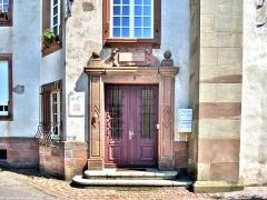 Ancienne abbaye - Français:   Porte latérale de l\'ancienne abbaye de Masevaux. Haut-Rhin