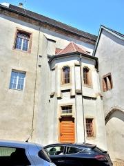 Ancienne abbaye - Français:   Vue extérieure de la tourelle d\'angle de l\'ancienne abbaye de Masevaux.Haut-Rhin
