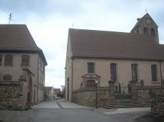 Eglise catholique Saints-Pierre-et-Paul - Français:   Le presbytère et l´église