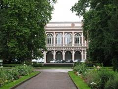 Immeubles entourant le square de la Bourse - Français:   Façade de l\'Hôtel de la Bourse appelée aussi Société Industrielle de Mulhouse ou SIM
