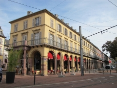 Immeuble bordant la place de la République - Français:   Mulhouse, Café Moll