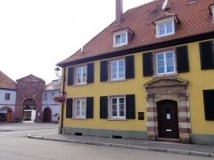 Ancien arsenal - Français:   Alsace, Haut-Rhin, Neuf-Brisach, Maison d\'officiers (XVIIIe), Porte de l\'Arsenal.