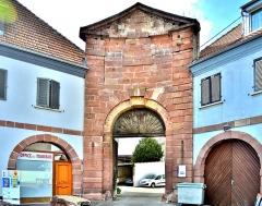 Ancien arsenal - Français:   Porche d\'entrée, dans l\'ancien arsenal de Neuf Brisach.